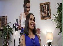 Travesti comendo garota tatuada muito gostosa
